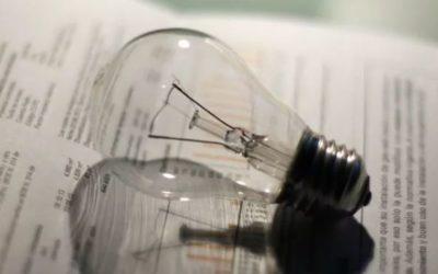 Los españoles pagan la cuarta luz más cara de Europa; la gran industria y las pymes salen mejor paradas